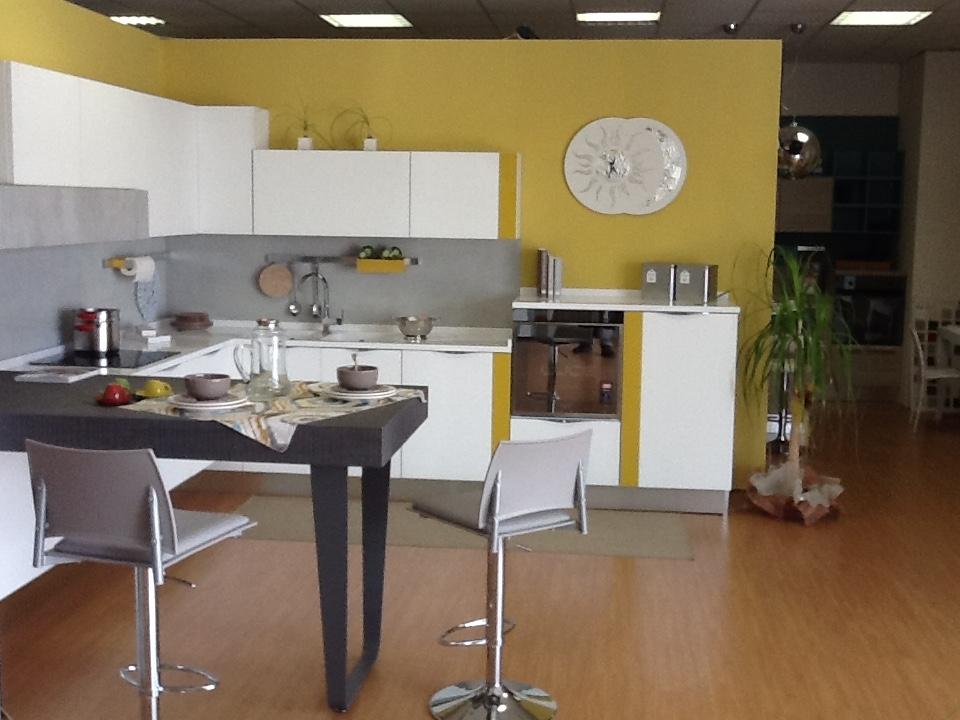 Arredo casa arredamento e mobili per cucina mobili e for Mobili e complementi d arredo
