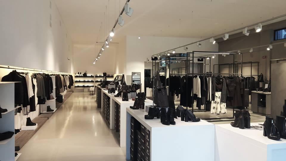 the best attitude 79f45 0b1d2 Abbigliamento MALLONI BRAND SRL a Sant'Elpidio (FM) | Overplace