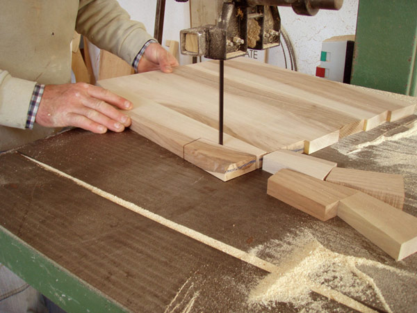 Falegnameria artigiana a poggio moiano falegnameria sacchetti overplace - Sportelli legno fai da te ...