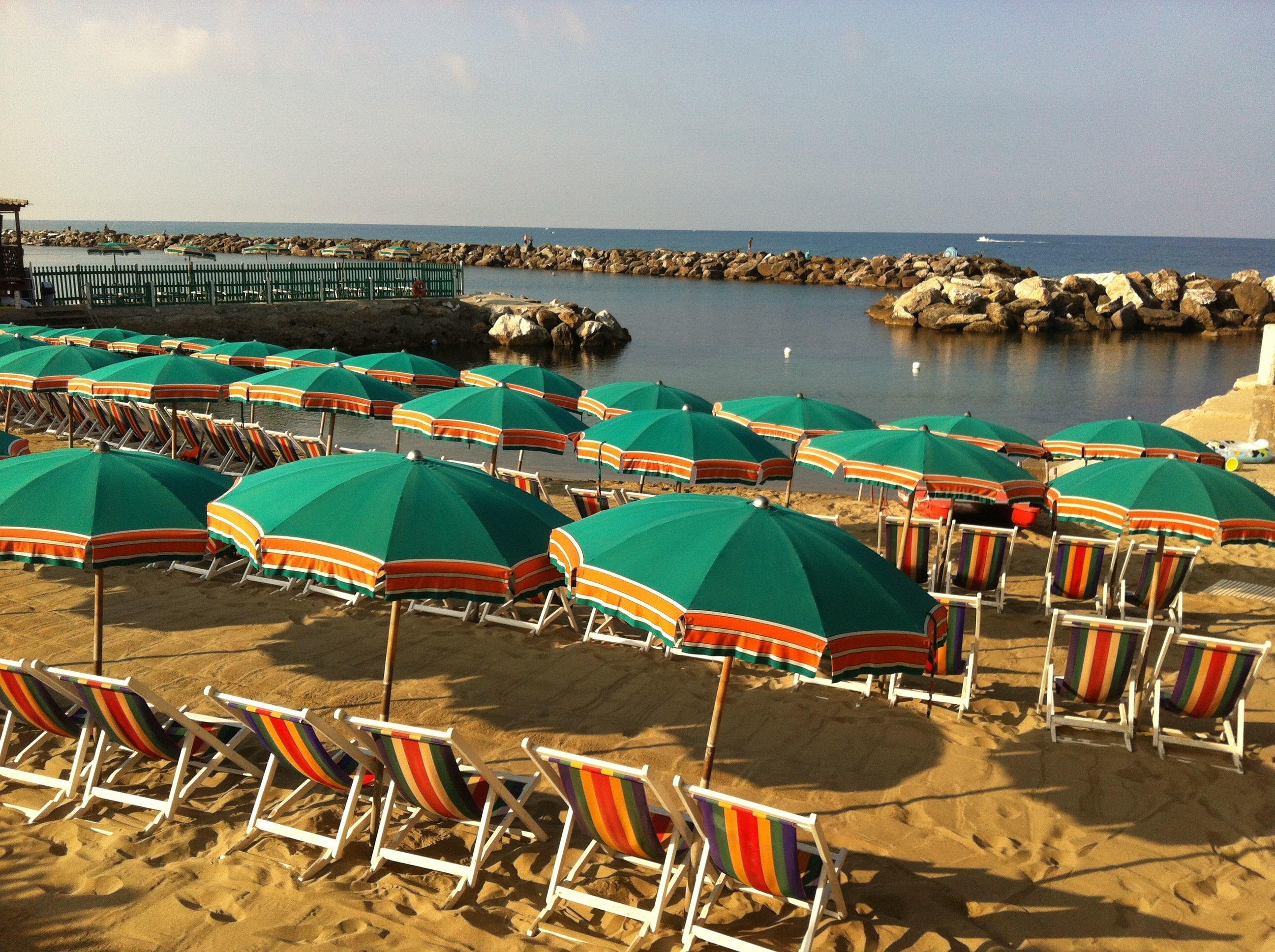Bagno Balena Marina Di Pisa : Stabilimento balneare pisa bagno gorgona overplace