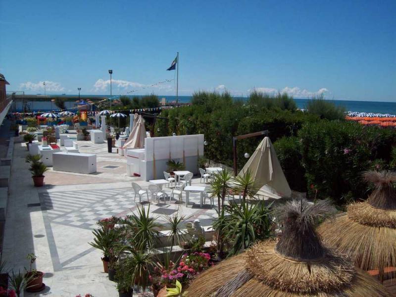 Stabilimento balneare e ristorante a pisa bagno imperiale overplace - Bagno imperiale ...