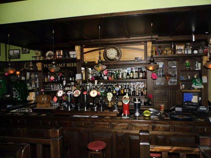 Pub a salerno black roses irish pub overplace for Arredamento pub irlandese